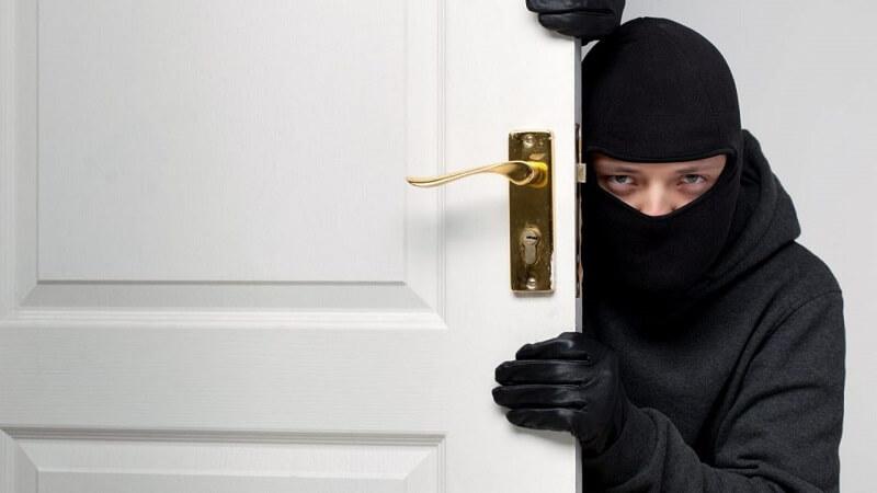 Những tên trộm có thể sẵn sàng dùng vũ lực nếu bị bạn phát hiện